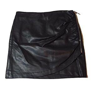 LE CHATEAU Black Skirt Side Zipper